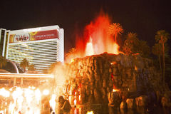 A mostra artificial de Volcano Eruption do hotel da miragem em Las Vegas Foto de Stock Royalty Free