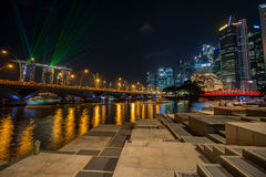 Mostra clara na noite na baía do porto Imagem de Stock Royalty Free