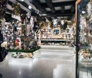 A mostra com máscaras Venetian típicas na rua chamou o ` de Rio Tera San Leonardo do ` Imagem de Stock