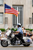 Mostra da bandeira americana no 4o da parada de julho Imagem de Stock Royalty Free