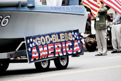 Mostra da bandeira americana no 4o da parada de julho Imagem de Stock