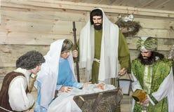 Mostra da boneca do Natal com um bebê recém-nascido Jesus Christ e sua mãe Mary imagens de stock royalty free