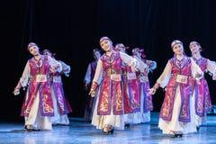 Mostra da Dança-graduação da dança 4-Mongolian do copo do vinho da dança Departmen foto de stock royalty free