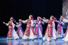 Mostra da Dança-graduação da dança 8-Mongolian do copo do vinho da dança Departmen fotos de stock