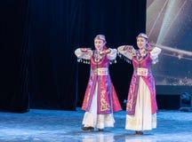 Mostra da Dança-graduação da dança 8-Mongolian do copo do vinho da dança Departmen foto de stock royalty free