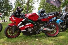Mostra da motocicleta, exposição no parque da cidade Povos, bicicletas e estilo feito a mão Foto 2018 do curso foto de stock royalty free