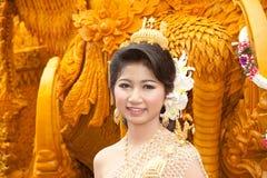 Mostra da mulher de Preety na escultura tailandesa da vela da arte. Imagem de Stock