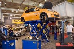 Mostra de motor 2009 de Genebra - carro no raiser Foto de Stock Royalty Free