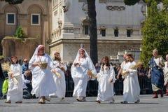 Mostra de romanos antigos no aniversário da ocasião de Roma Imagens de Stock Royalty Free