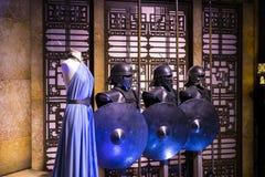 Mostra dei costumi e dei puntelli dal ` The Game di film del ` dei troni nei locali del museo marittimo di Barcellona Immagini Stock Libere da Diritti