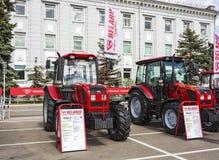 Mostra dei trattori vicino alla fabbrica di trattori di Minsk Minsk, Bela Immagini Stock
