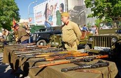 Mostra delle armi leggere della seconda guerra mondiale Celebrazione della Victory Day Rostov-On-Don, Russia 9 maggio 2013 Immagini Stock Libere da Diritti