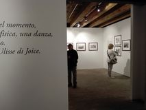 Mostra di fotografia nel centro culturale di Ancona in Italia fotografie stock libere da diritti