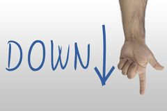Mostra do gesto de mão para baixo Para baixo texto com para baixo uma seta sinal da mão em baixo foto de stock