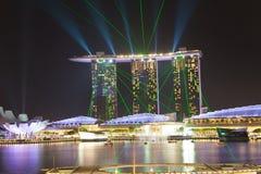 Mostra do laser de Singapura Marina Bay Sand e jardim pela baía Foto de Stock