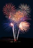 Mostra dos fogos-de-artifício contra a noite Foto de Stock Royalty Free