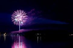Mostra dos fogos-de-artifício da baía do barco a vapor imagens de stock royalty free