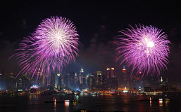 Mostra dos fogos-de-artifício de New York City Manhattan Imagens de Stock Royalty Free