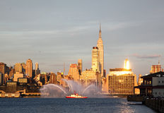 Mostra dos waterjets do Fireboat Fotos de Stock Royalty Free