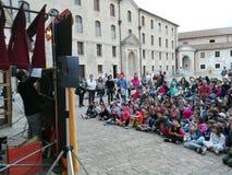 Mostra e spettacolo di burattini nella città di Ancona immagini stock