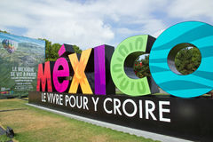 Mostra e visita virtuale sul Messico Parigi, il Parc de la Villette (Francia) da 4 al 22 luglio 2015 un Alebrije, il drago Immagini Stock