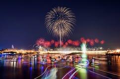 A mostra famosa do fogo de artifício de Dadaocheng em Taipei imagens de stock
