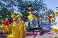 Mostra lateral do passeio do funfair do canguru, Chennai, Índia 29 de janeiro de 2017 Fotos de Stock Royalty Free