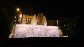 Mostra mágica brilhante da luz da fonte na noite, Barcelona video estoque