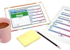 Mostra pessoal do registro de saúde na tabuleta. Foto de Stock Royalty Free