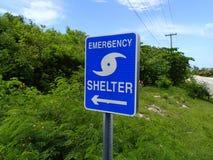 Mostrando a maneira a um abrigo para emergências Foto de Stock Royalty Free