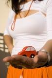 Mostrando meu carro novo 2 imagens de stock