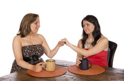 Mostrando o anel de noivado ao amigo Foto de Stock Royalty Free