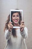 Mostrando o selfie Imagem de Stock Royalty Free