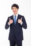 Mostrando a pulgar el hombre de negocios asiático joven. Fotos de archivo libres de regalías