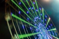 Mostrar do passeio do carnaval ferris de giro roda dentro a ação Imagem de Stock
