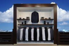 Mostrare-finestra con i vestiti Fotografia Stock