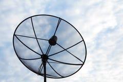 Mostre em silhueta a antena parabólica Imagens de Stock Royalty Free