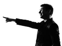 Mostre em silhueta o homem que aponta sneering de zombaria Fotografia de Stock