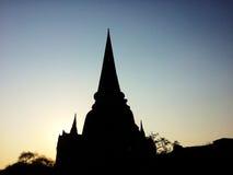 Mostre em silhueta o pagode do templo velho na província de Ayuthaya, parque histórico Tailândia Fotos de Stock Royalty Free