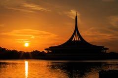 Mostre em silhueta o tiro do Ratchamongkol icônico Pavillion em Rama 9 Imagens de Stock Royalty Free