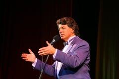 Mostre o cantor Sergey Zakharov na fase na casa da cultura nomeada após Gorky Fotografia de Stock Royalty Free