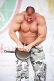 Mostri al gruppo Pietroburgo atletica campione, padrone degli sport Sergei Sebald Immagini Stock Libere da Diritti