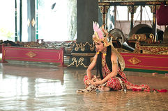 Mostri il ballerino indonesiano tradizionale Fotografia Stock Libera da Diritti