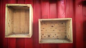 mostri il contenitore di rosso della scatola di legno Fotografia Stock Libera da Diritti