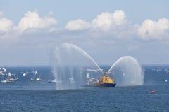 Mostri l'imbarcazione del pompiere. Immagini Stock