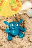 Mostro della plastilina sulla spiaggia Fotografia Stock Libera da Diritti