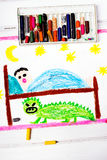 Mostro spaventoso sotto il letto dei bambini Immagine Stock Libera da Diritti