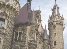 MOSZNA, POLEN - 4. JUNI 2017: Das Moszna-Schloss ist ein historisches Lizenzfreies Stockfoto