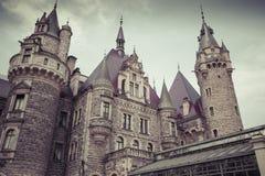 MOSZNA POLEN - JUNI 04, 2017: Den Moszna slotten är ett historiskt Royaltyfria Foton