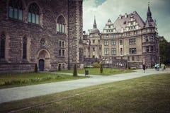 MOSZNA POLEN - JUNI 04, 2017: Den Moszna slotten är ett historiskt Royaltyfria Bilder